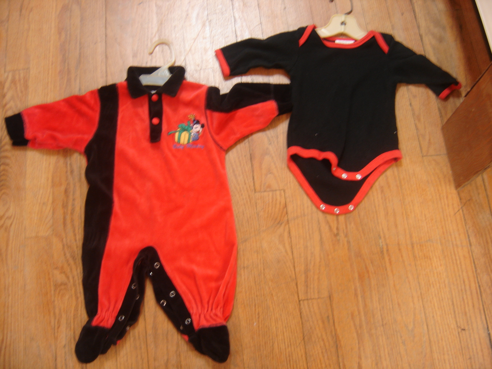 Disney Babies Size 6 9 M Boys Mickey Mouse Red Black Footed Outfit w