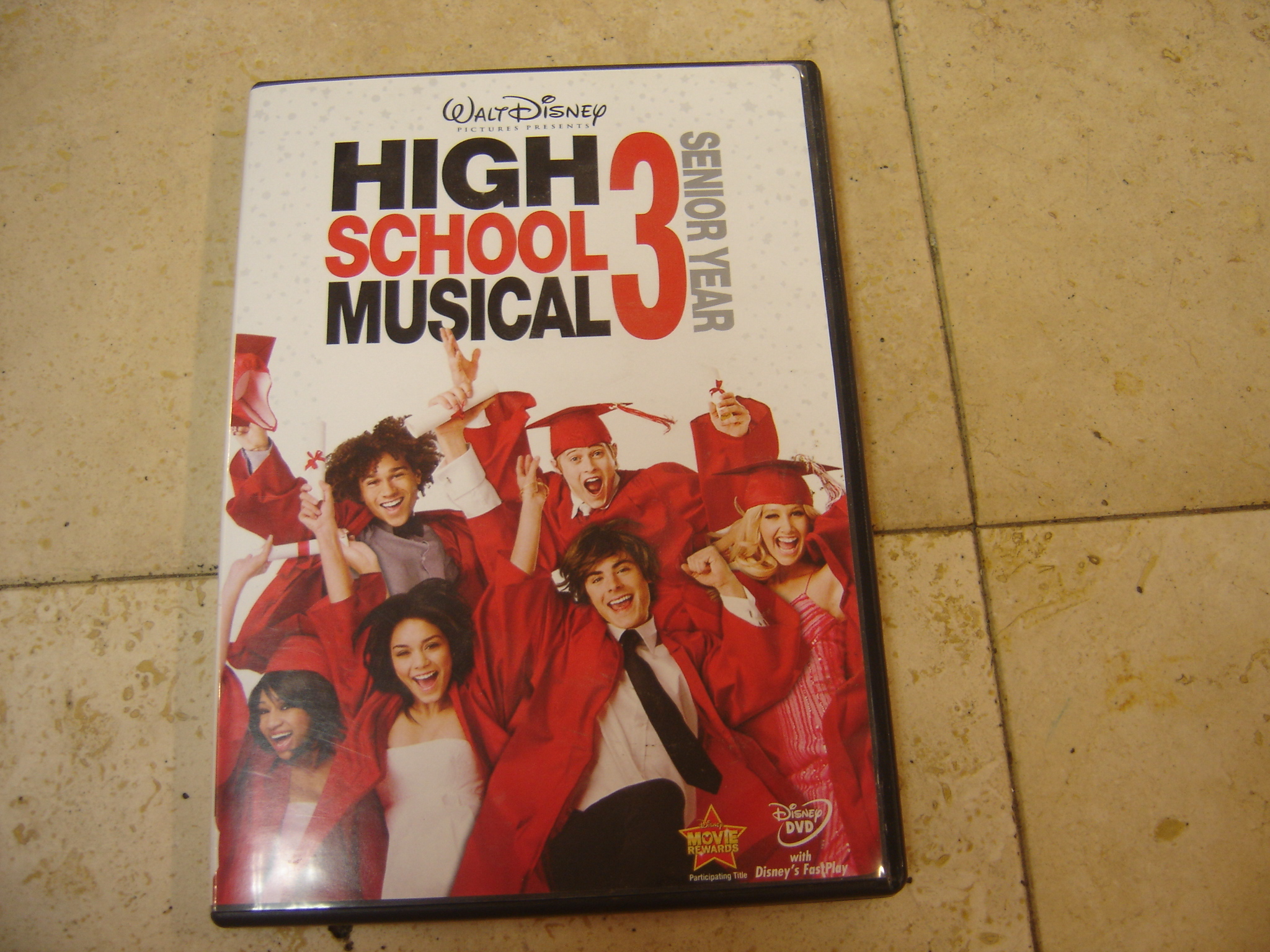 Disneys-High-School-Musical-3-Senior-Year-DVD_189613A.jpg