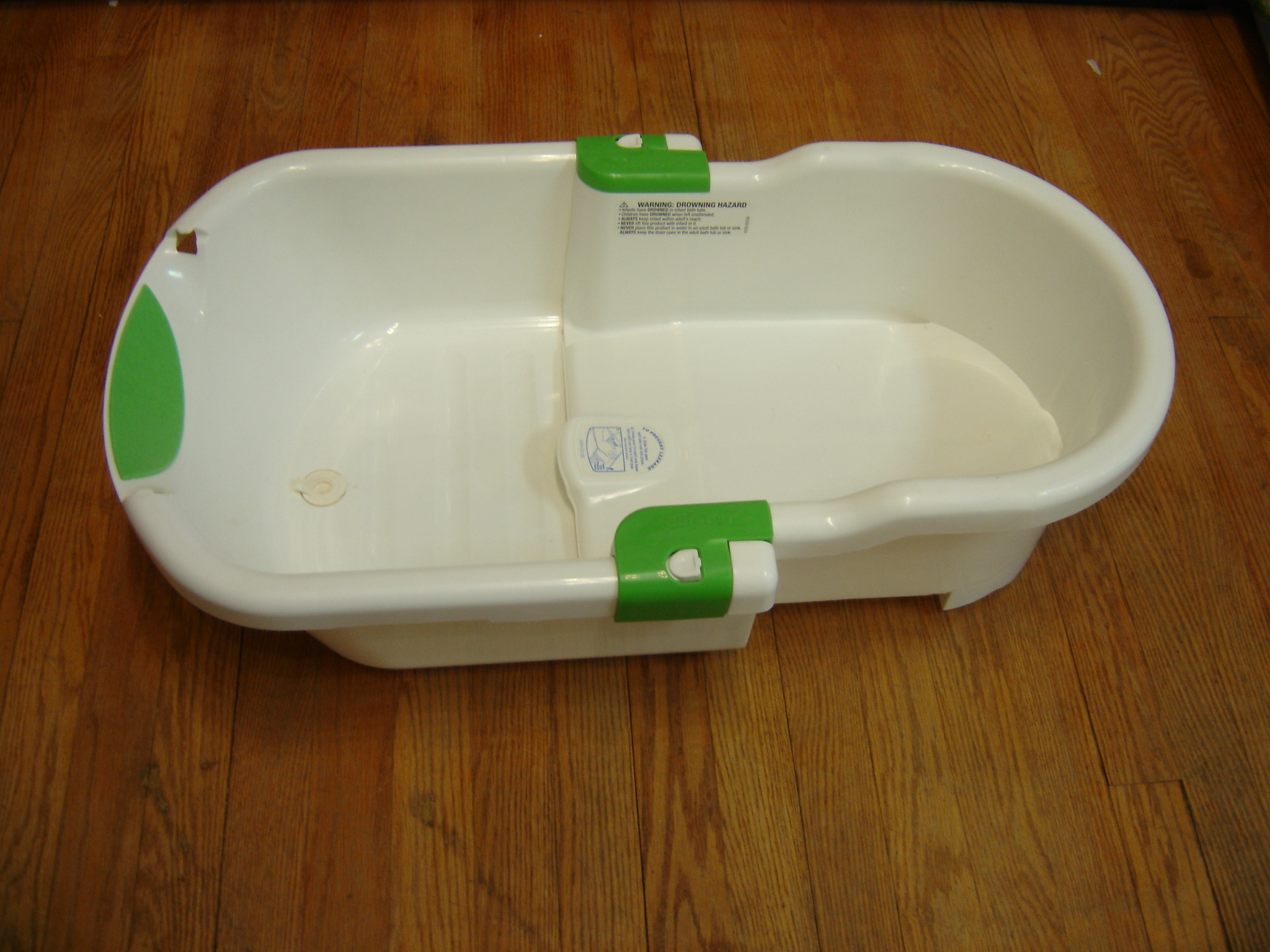 Safety 1st White Baby Bath Tub - Condenses | Enkore Kids