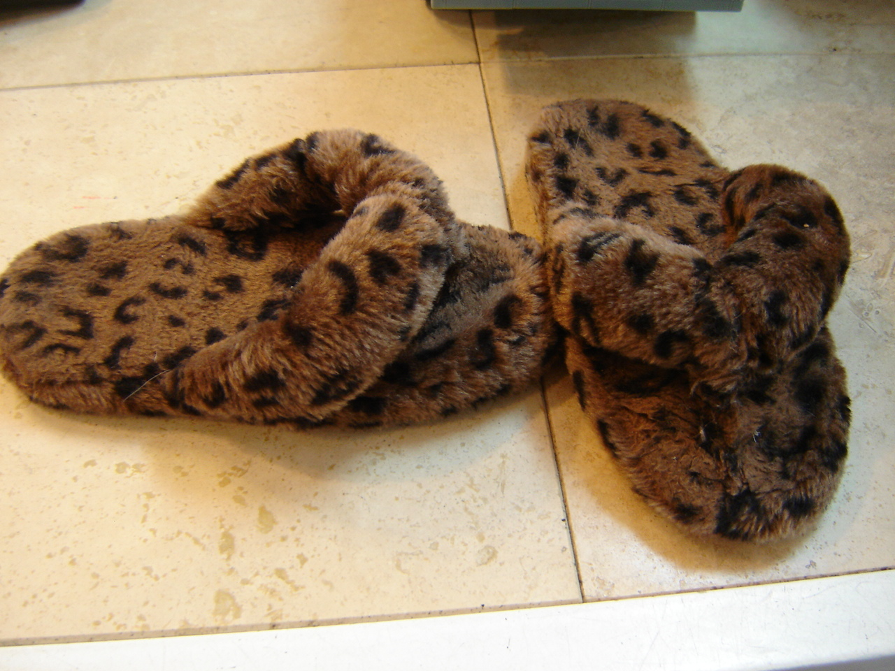 Slippers Youth Size 2 Brown Fuzzy Leopard