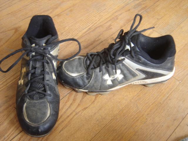 black low top basketball shoes baseball 7.5