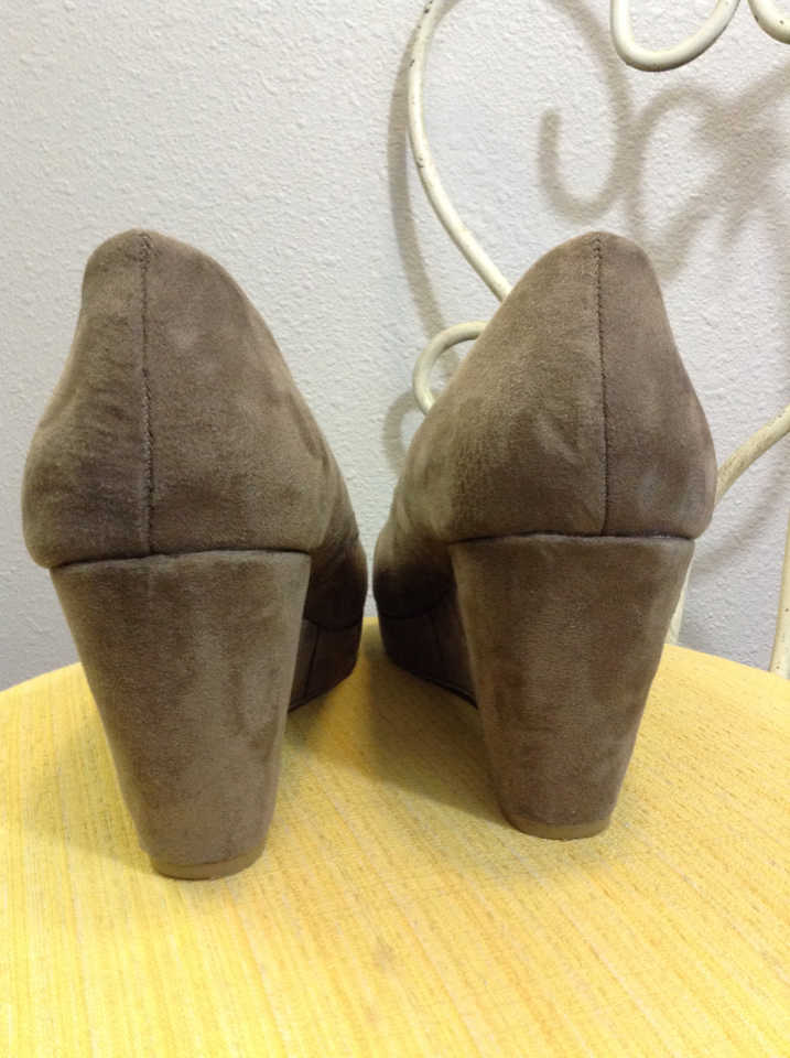 6547f6196d2 A.N.A size 10M tan suede Kenny Womens Wedges Pumps 11F