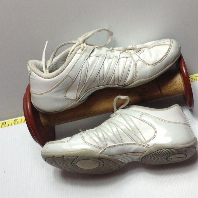 NIKE Ladies Nike 6 White Tennis Shoes Non