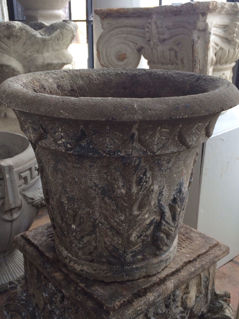 Concrete-urn-with-Oak-leaf-motif_1862A.jpg