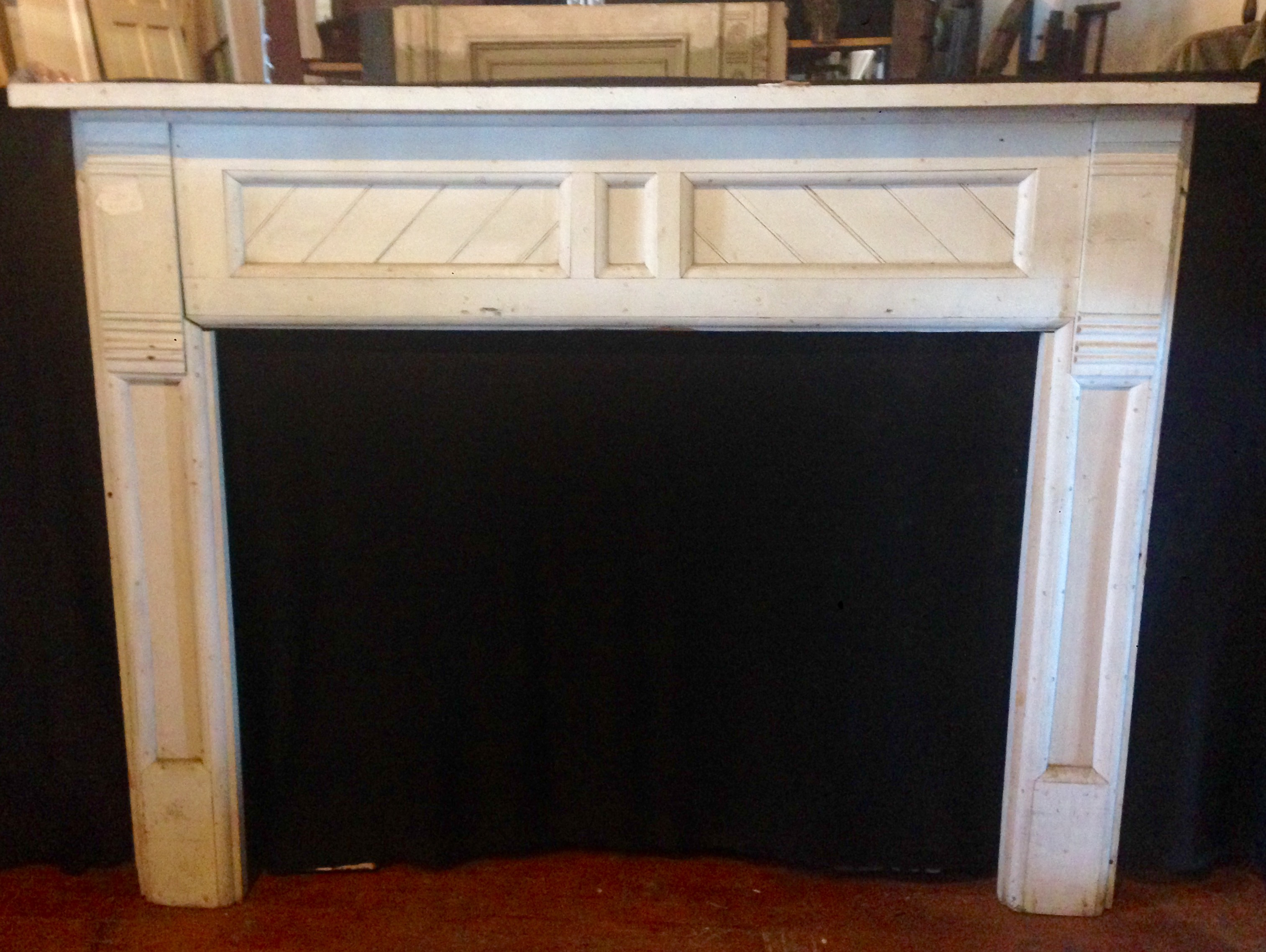 White-Wood-Mantel-in-Arts--Craft-Style_4672A.jpg