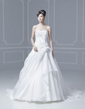 Enzoani-Freya-Salon-Sample_5368A.jpg