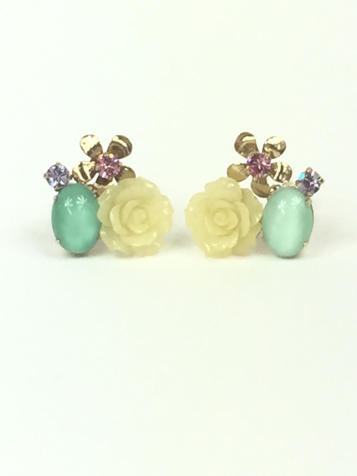 Philippe-Ferrandis-Earrings.--Clip-On-with-Flowers.--Gold-Toned._226304A.jpg
