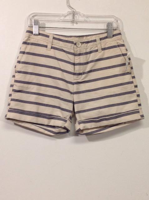 Gap-Size-10-Khaki-Shorts_555764A.jpg
