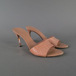 GUCCI Size 10 Taupe Alligator Sandals